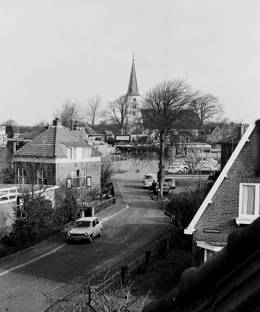 Zicht vanuit de Van Catsstraat, via Laarmanstraat naar de Witte Kerk.